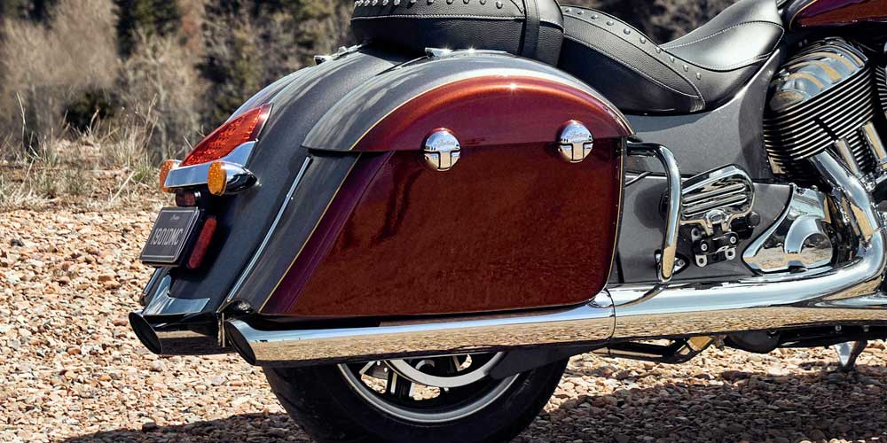 REMOTE-LOCKING HARD SADDLEBAGS